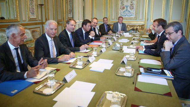 Grand débat : Macron se résout à une « conférence sociale »