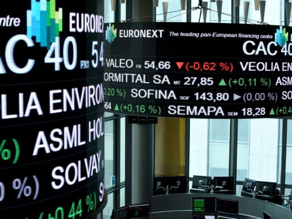 La Bourse de Paris creuse ses pertes et s'enfonce de plus de 3%