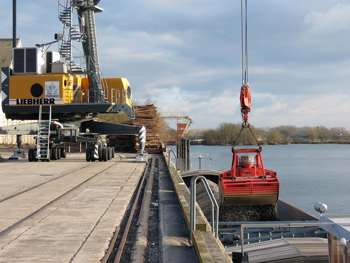 Transport fluvial fleuve Saône port Mâcon