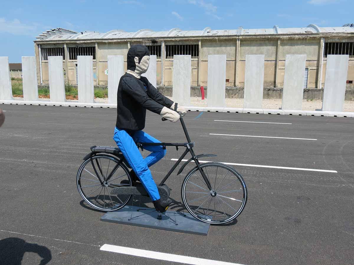 Transpolis, mannequin cycliste