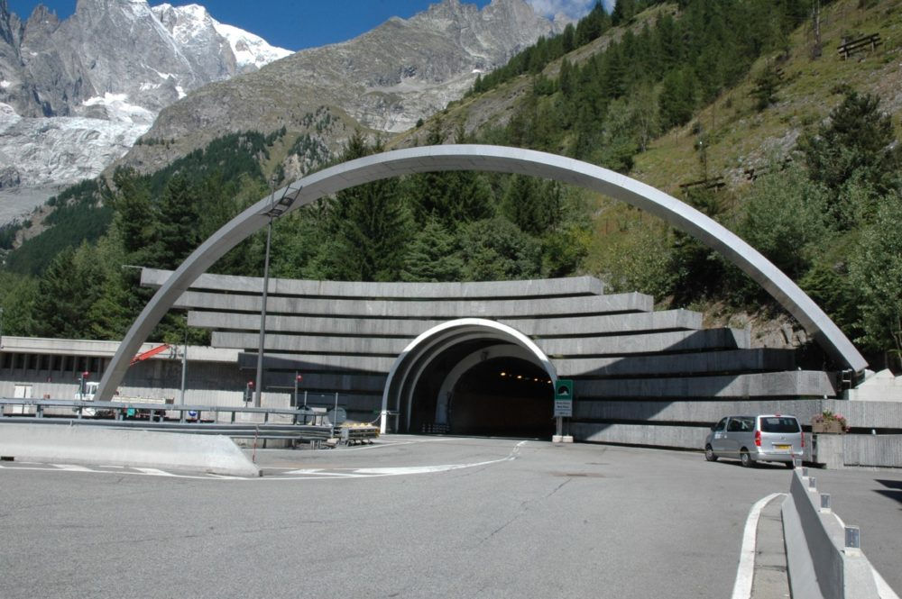 entrée du tunnel du Mont-Blanc côté italien